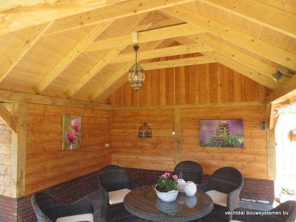 Eiken houten kapschuur met veranda op maat gemaakt for Houten trappen op maat gemaakt